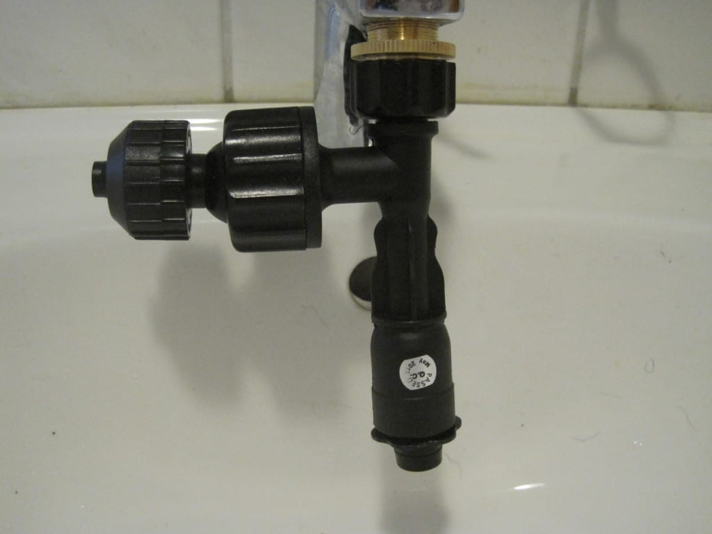 Montierte Wasserstrahlpumpe des JBL Aqua In-Out.
