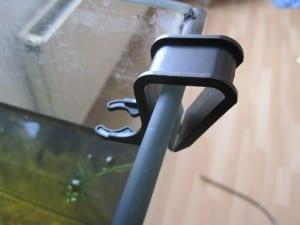 Der ClipSafe des JBL Aqua In-Out bietet eine relativ sichere Ablagemöglichkeit für die Mulmglocke des JBL Aqua In-Out.
