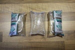 Verschiedene Arten Lebendfutter in den gängigen Verkaufsverpackungen.