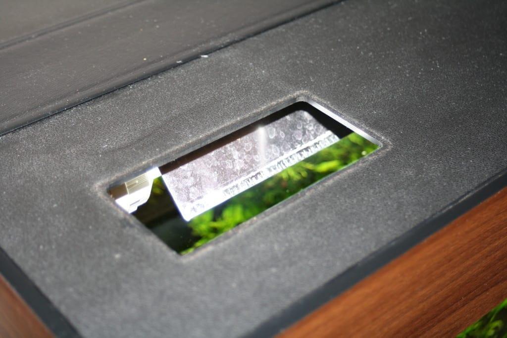 Die original Juwel Abdeckungen verfügen über eine Öffnung für den Juwel EasyFeed Futterautomaten.