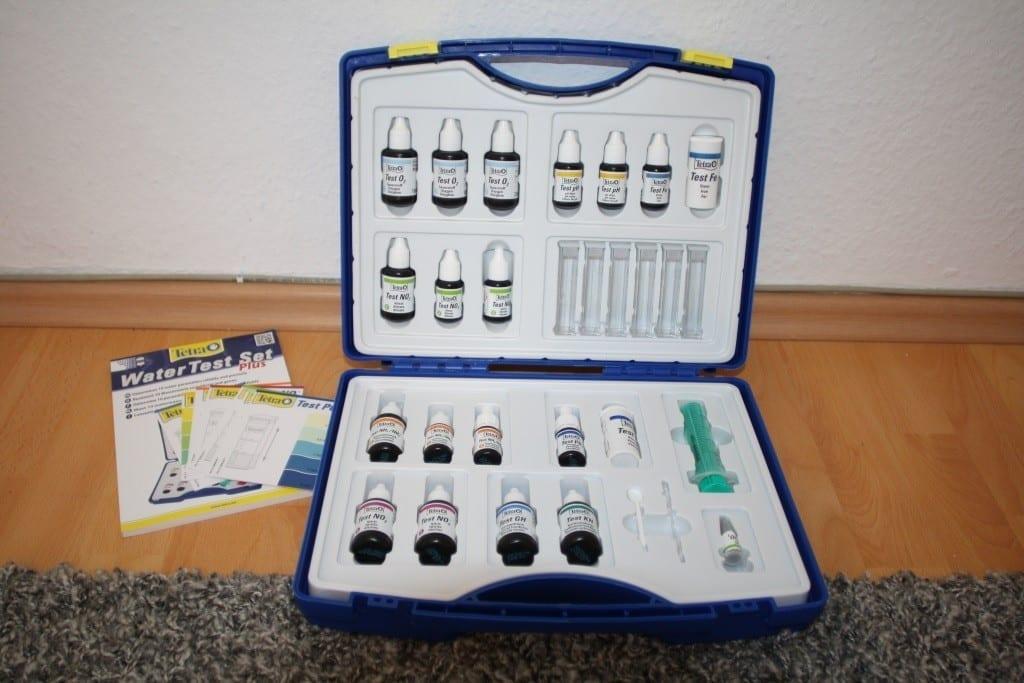 Das Tetra WaterTest Set plus bestimmt bis zu 10 Wasserwerte. Sogar in Kombination mit der Tetra Aquatics App.