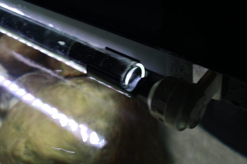 Durch einen Adapter konnte ich die sera LED X-Change Tube daylight sunrise mit meinem bestehenden Leuchtbalken verwenden.
