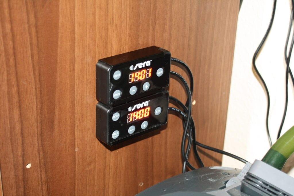 Die sera LED Digital Dimmer können mittels einer Halterung an der Innenwand des Unterschrankes befestigt werden.